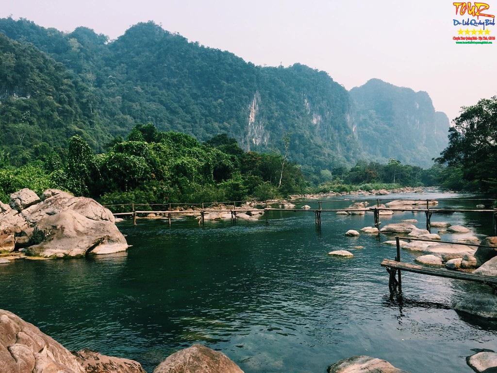 Tour Quảng Bình Hàng Ngày Động Thiên Đường – Suối Nước Moọc