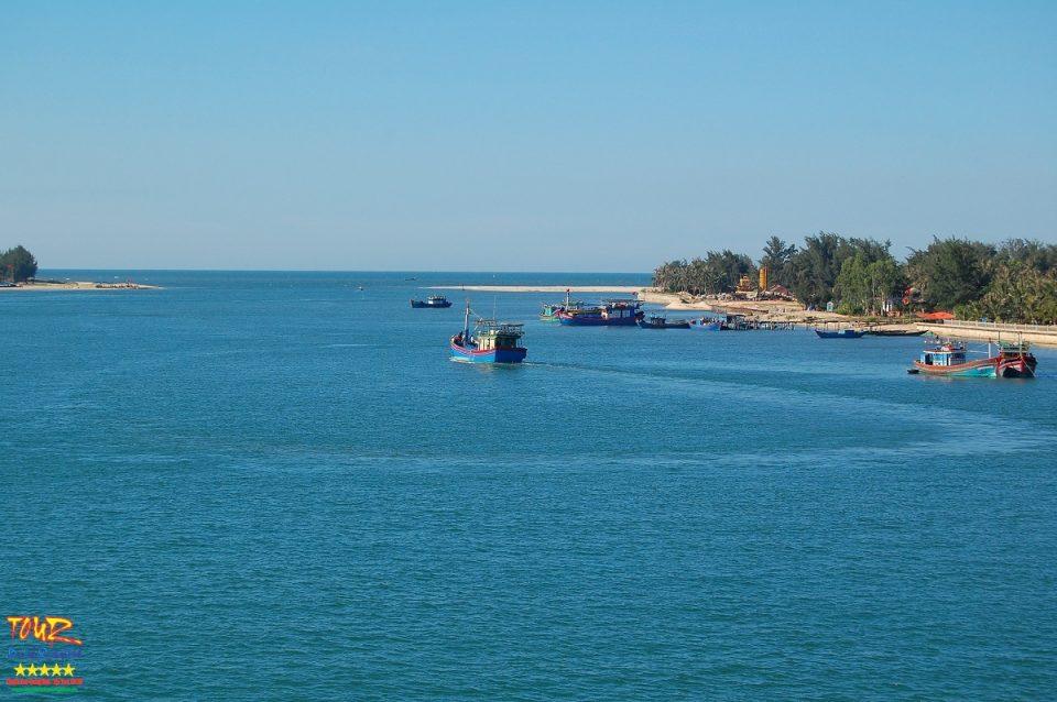 du lịch Quảng Bình cửa biển Nhật Lệ