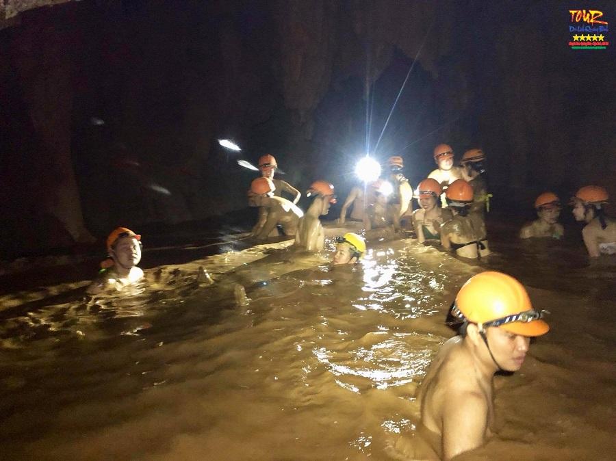 Địa điểm du lịch sông Chày - Hang Tối tour Quảng Bình tắm bùn hang động 1