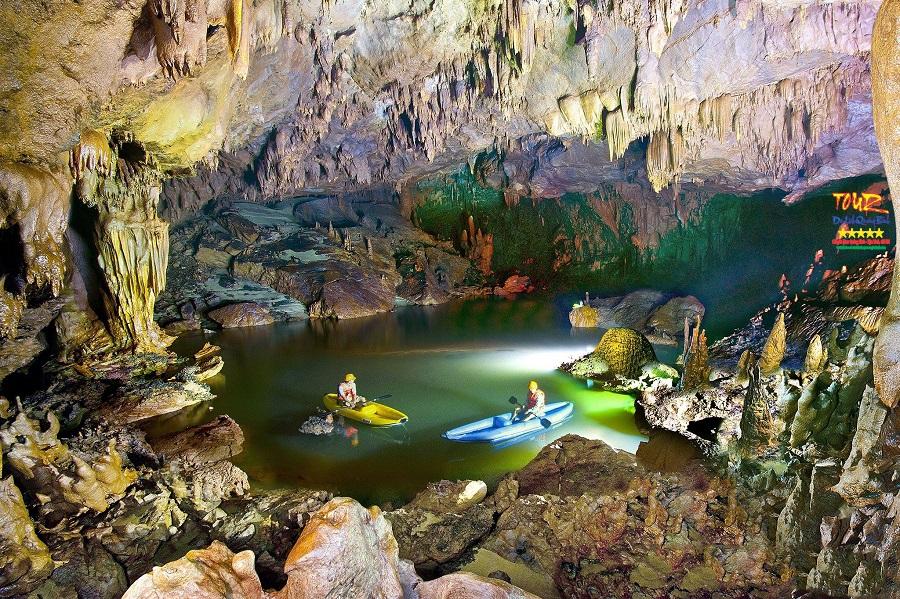 du lịch Quảng Bình tour khám phá 4500m động Phong Nha 1