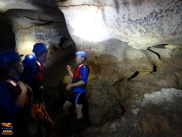 du lịch Quảng Bình tour khám phá 4500m động Phong Nha 5