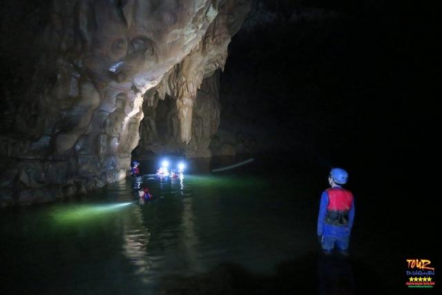 Quảng Bình tour du lịch khám phá động Phong Nha 4500m 10