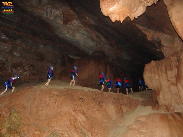 Quảng Bình tour du lịch khám phá động Phong Nha 4500m 6