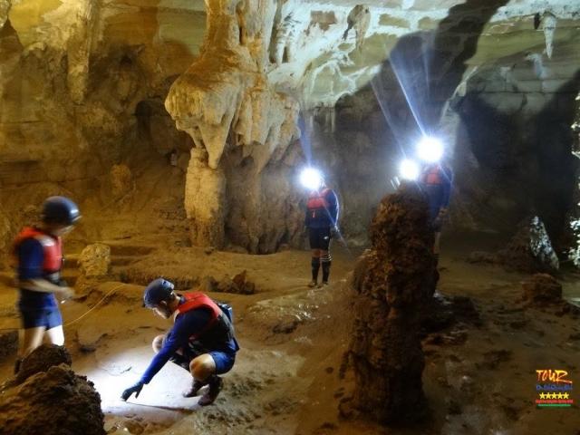 Quảng Bình tour du lịch khám phá động Phong Nha 4500m 8