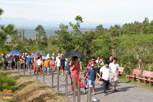 Thăm mộ đại tướng Võ Nguyên Giáp tại Quảng Bình, Vũng Chùa - Đảo Yến 1