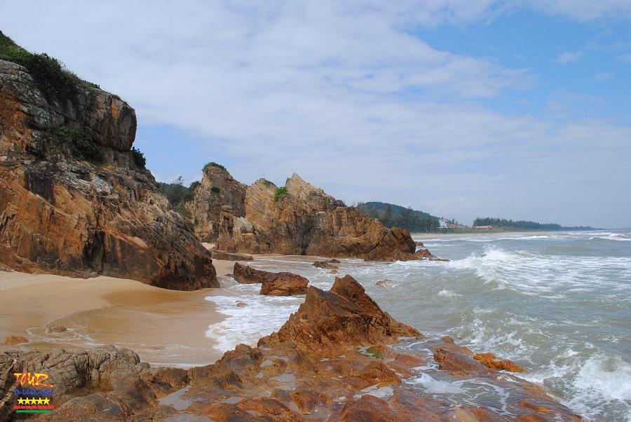Bãi biển Đá Nhảy, Quảng Bình tour du lịch giá rẻ 1