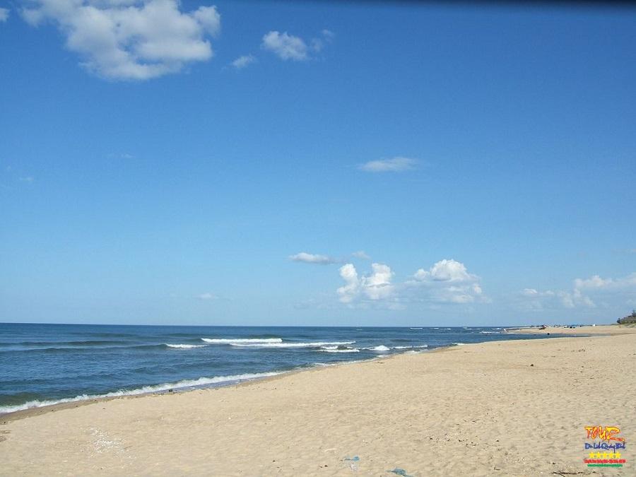 Du lịch Quảng Bình tour bãi tắm Nhật Lệ beach, Đồng Hới 2