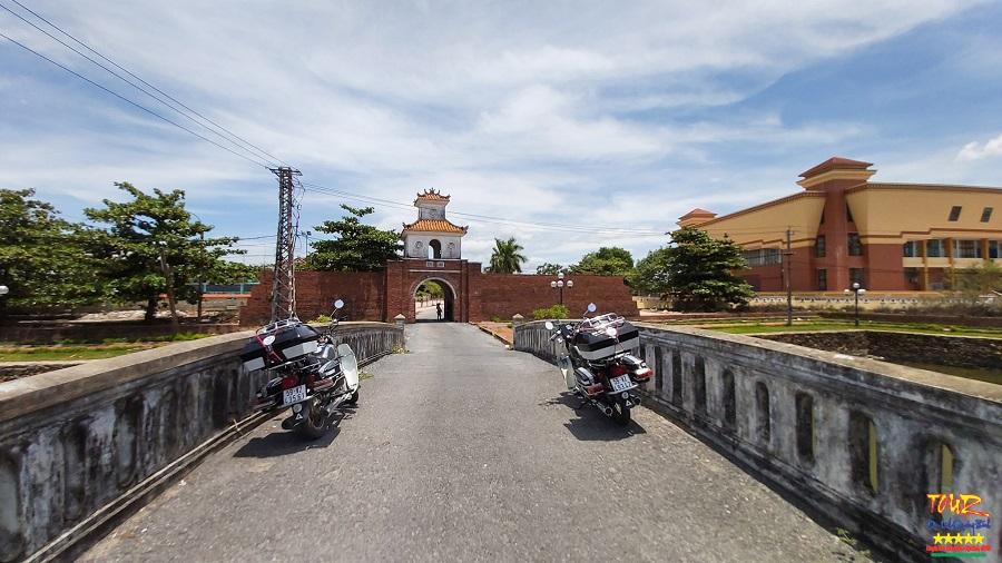 Thành cổ Đồng Hới di tích cổng thành phía Đông tour Quảng Bình 2