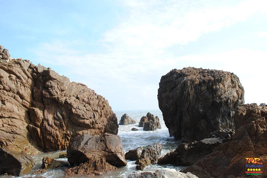 Tour Quảng Bình địa điểm du lịch biển Đá Nhảy 3